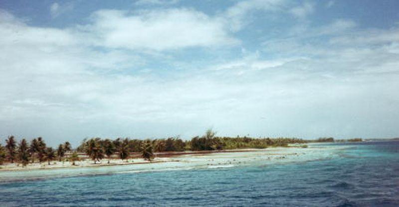 Motu vu du Dory par le lagon en 2001