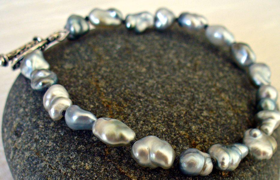 Ensemble de keshis gris de Tahiti, nacre pure qui s'apparente à la perle fine d'antan!