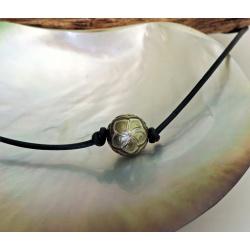 Tiare - Collier Cuir et Perle de Culture Gravée de Tahiti