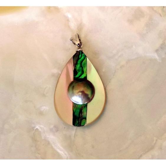 Moana, pendentif en burgot, abalone et mabe de Tahiti