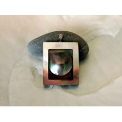 Moeata, pendentif en argent, nacre et mabe de Tahiti