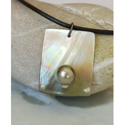 Arutua - Collier en Nacre et Perle de Tahiti